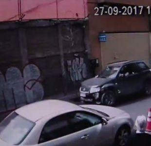 [VIDEO] Mujer arrasó con todo para escapar de control policial en barrio Meiggs