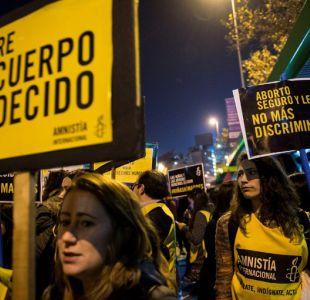 Mujeres se manifiestan a favor del aborto en Santiago