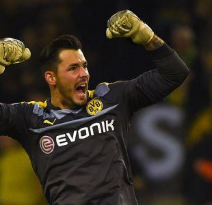 La hilarante superstición del portero Roman Bürki con el Borussia Dortmund