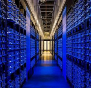 La empresa Facebook guarda su información en centros de datos como este, en Oregón.