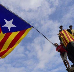 Cataluña celebra un paro de país en protesta por la actuación de la policía española