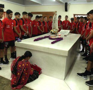 """[VIDEO] La visita de """"La Roja"""" Sub 17 a la casa de Santa Teresa de Calcuta"""