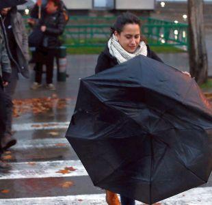 Calles de Santiago fueron las principales afectadas por la lluvia