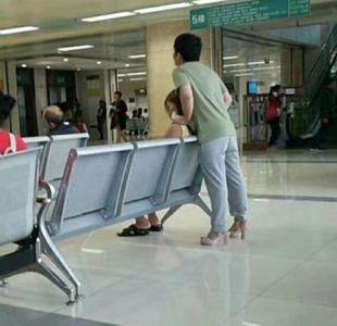 Se puso en los zapatos de su novia para dar alivio a los adoloridos pies de ella