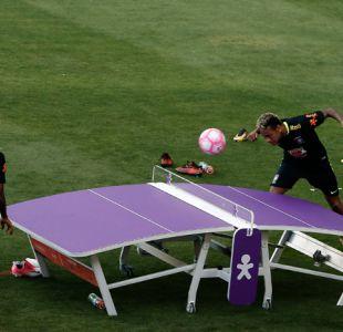 "[VIDEO] Todos los ojos sobre Neymar: Brasil se relaja a la espera de ""La Roja"""