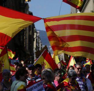 Miles de personas marchan en Barcelona en contra de la separación de Cataluña de España