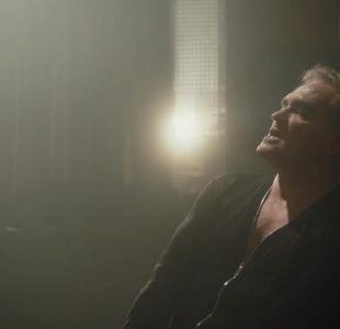 Spent the day in bed: lo nuevo de Morrissey incluye a polémico futbolista inglés
