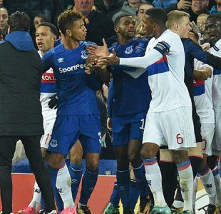 La policía británica investigará pelea entre Everton y Lyon en la Europa League