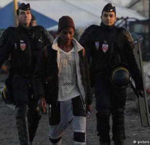 Francia reconoce abusos en actuación policial con migrantes