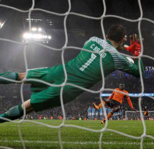[VIDEO] La brillante actuación de Claudio Bravo en victoria de Manchester City en Copa de la Liga