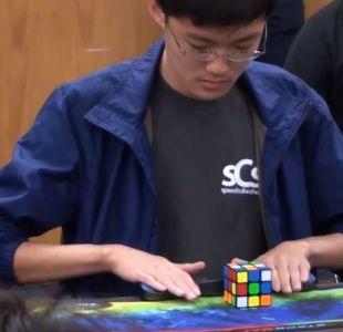 Incrédulo coreano resuelve cubo Rubik y rompe el récord mundial