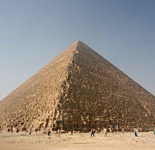 Hallan gigantesco vacío en pirámide de Keops