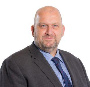 Encuentran muerto a político británico investigado por conducta inapropiada