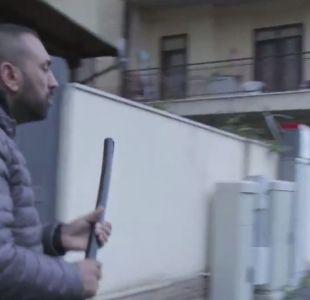 [VIDEO] La brutal golpiza del hermano de un capo de la mafia a un periodista italiano