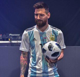 """[FOTOS] De """"Crack"""" a """"Telstar"""": Los balones mundialistas desde Chile 1962 hasta Rusia 2018"""