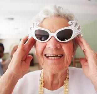 Tener amigos de distintas edades y otros 7 consejos para envejecer feliz