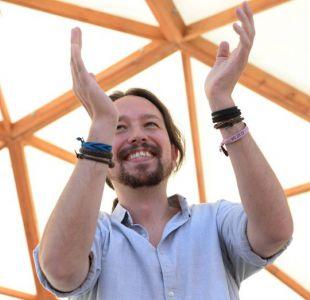 El líder de Podemos en España felicita a Sánchez: Son la esperanza democrática de Chile