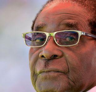 De qué se acusa al presidente Mugabe en el proceso de impeachment en Zimbabue