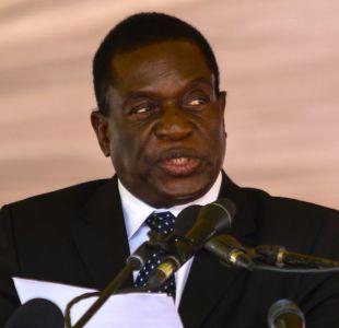 Ex vicepresidente de Zimbabue insta a Mugabe a dimitir y veteranos de guerra se manifiestan