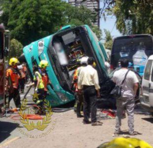 Accidente involucró a bus del Transantiago, camión y vehículo particular en Estación Central