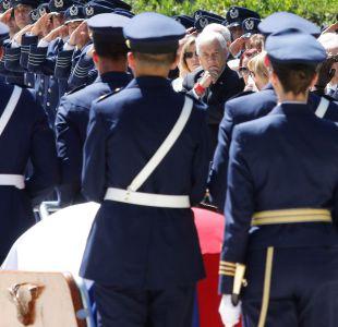 Piñera acompaña a Evelyn Matthei en funeral de su padre