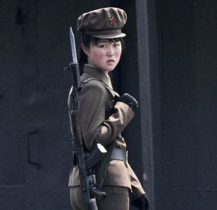 La dura vida de las mujeres en el ejército de Corea del Norte: Dejábamos de tener la menstruación
