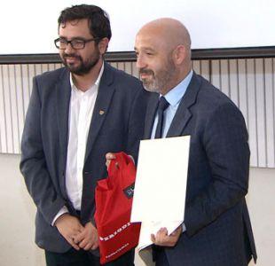 Periodista de Deportes 13 Rodrigo Vera recibe premio al Mejor Reportaje de Periodismo Deportivo