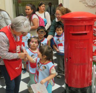 Correos Chile lanza su campaña de Navidad: revisa cómo apadrinar la carta de un niño