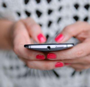 Estudio revela una alta dependencia de los chilenos al celular