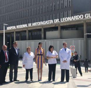 Bachelet inaugura hospital junto a Guillier en Antofagasta y emplaza a Piñera