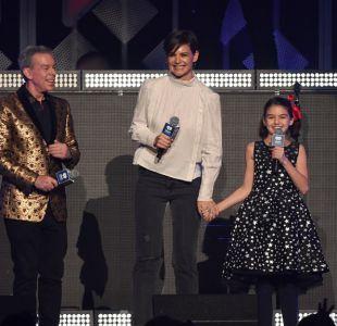 Suri Cruise en el escenario junto a su madre, Katie Holmes