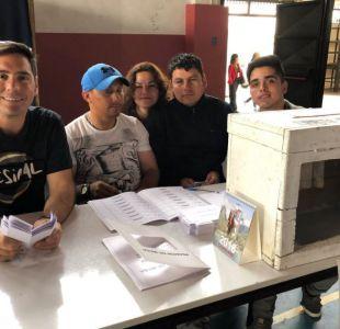 Pancho Saavedra es vocal de mesa en su natal Curicó