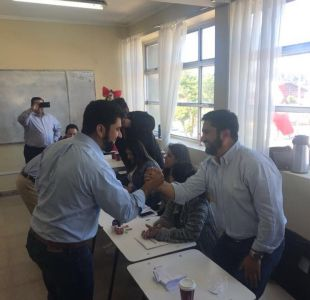 Elecciones 2017: alcalde va a votar y se encuentra con su hermano gemelo