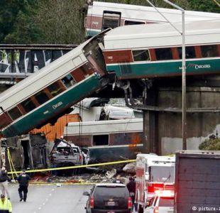 Tren descarrila sobre autopista en grave accidente en Estados Unidos