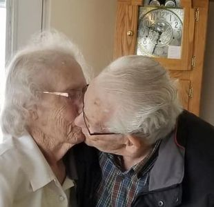 Desoladora historia de pareja de ancianos juntos hace 70 años y obligados a separarse en cada fiesta