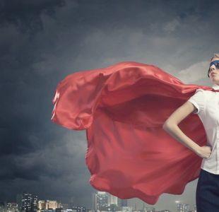 ¿Qué pasaría si las mujeres fueran  físicamente  más fuertes que los hombres?