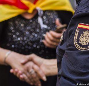 Gobierno español retira a policías desplegados en Cataluña