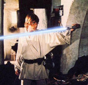 La sorprendente historia sobre la creación del sable de luz (y otras cosas) de Star Wars