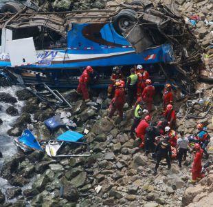 Cancillería descarta víctimas chilenas en accidente de bus en Perú