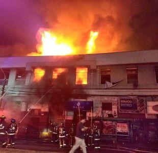 Incendio afecta a locales nocturnos en Valparaíso