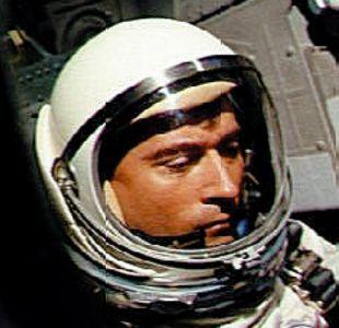 El mundo perdió un pionero: muere a los 87 años John Young, quien camino dos veces en la luna