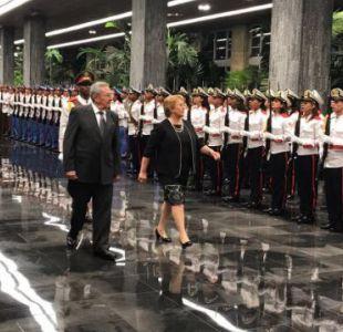 Bachelet se reúne con Raúl Castro en medio de críticas de la oposición chilena y disidencia cubana