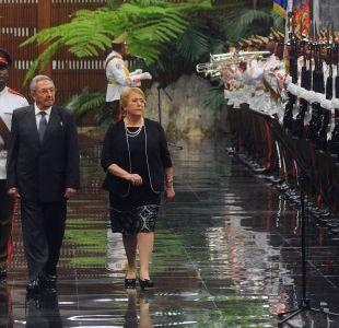 Diario cubano asegura que Bachelet y Raúl Castro hablaron sobre la situación de la región