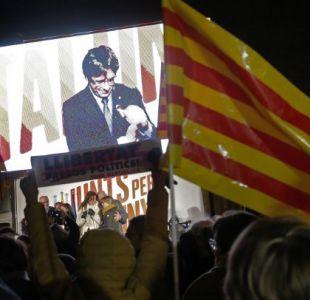 Puigdemont planea una investidura por Skype o delegar su discurso en otro diputado