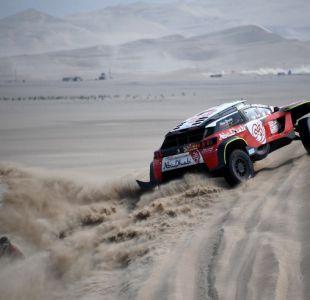 Carlos Sainz gana la sexta etapa del Dakar en autos y se acerca al liderato