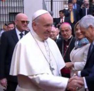 [VIDEO] El breve saludo del Papa Francisco a Piñera y el largo apretón de manos a Lagos