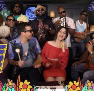 [VIDEO] Camila Cabello interpreta uno de sus hits con instrumentos de colegio
