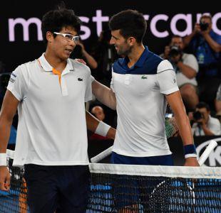 Djokovic cae sorpresivamente en el Abierto de Australia y Federer sigue avanzando