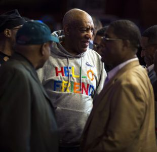 Bill Cosby sube al escenario por primera vez tras su juicio
