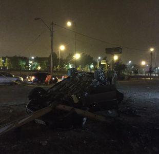 Persecución policial termina con auto volcado y un fallecido